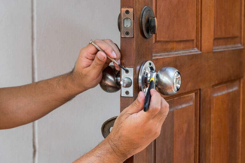 Reasons to Have a Locksmith Professionally Change Your Locks