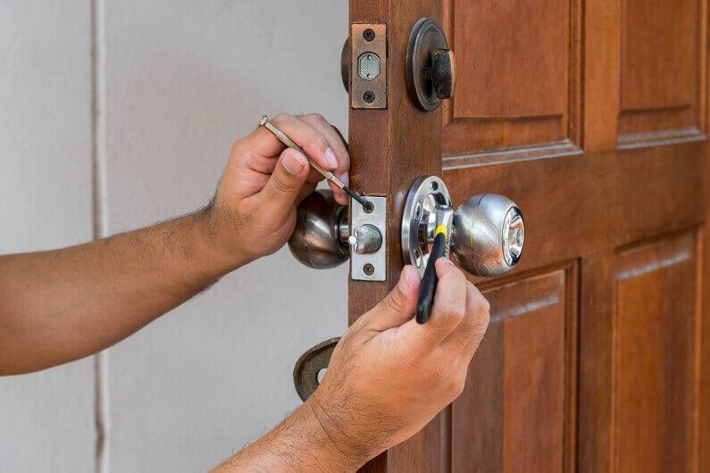 7 Key Reasons to Have a Locksmith Professionally Change Your Locks